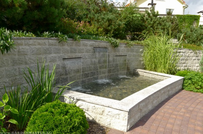 Декоративный фонтан - водопад